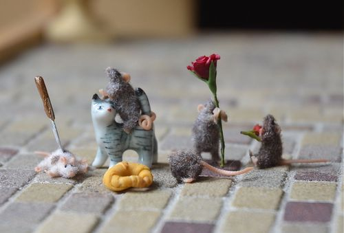 Action mice